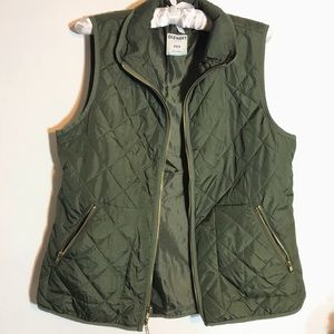Size medium quilted army green Old Navy vest.